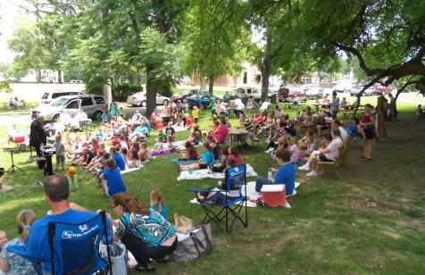 Crowds Enjoy Picnic in the Park